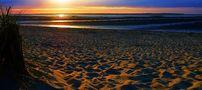 Contre-jour avant le coucher du soleil – Plage de Ronce-les-Bains von Jifasch32