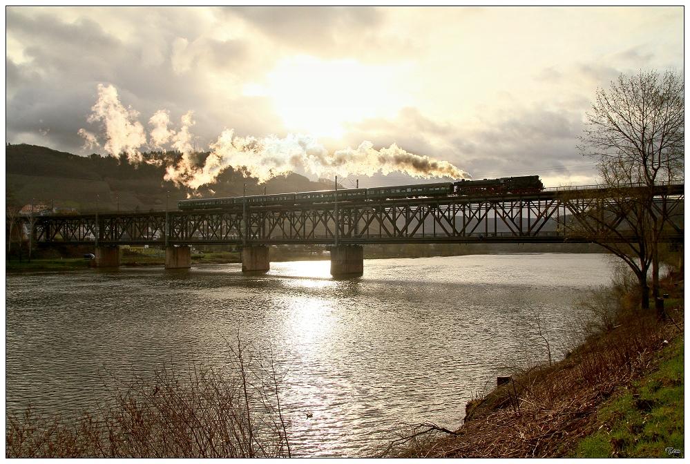 41 018 auf der Moselbrücke in Bullay