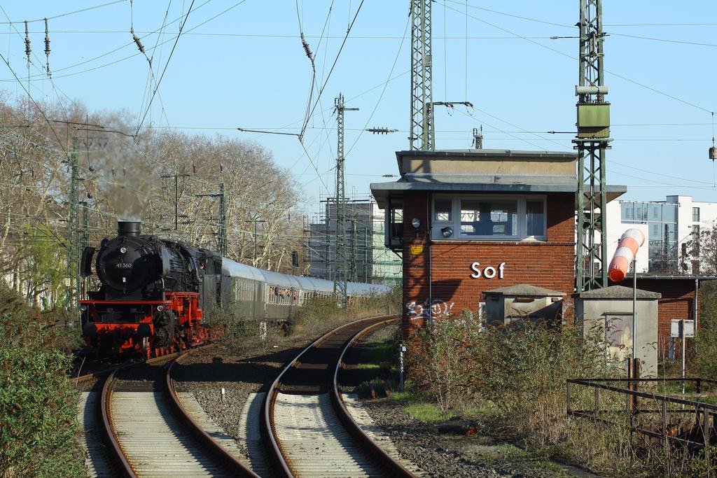 41 360 mit dem RE 12 als Plandampfleistung in Köln Süd