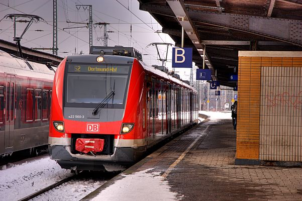 422 560 in Wanne-Eickel Hbf - HDR-Bild