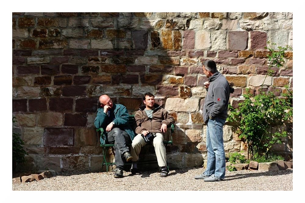 (43) Entspannte Gespräche...