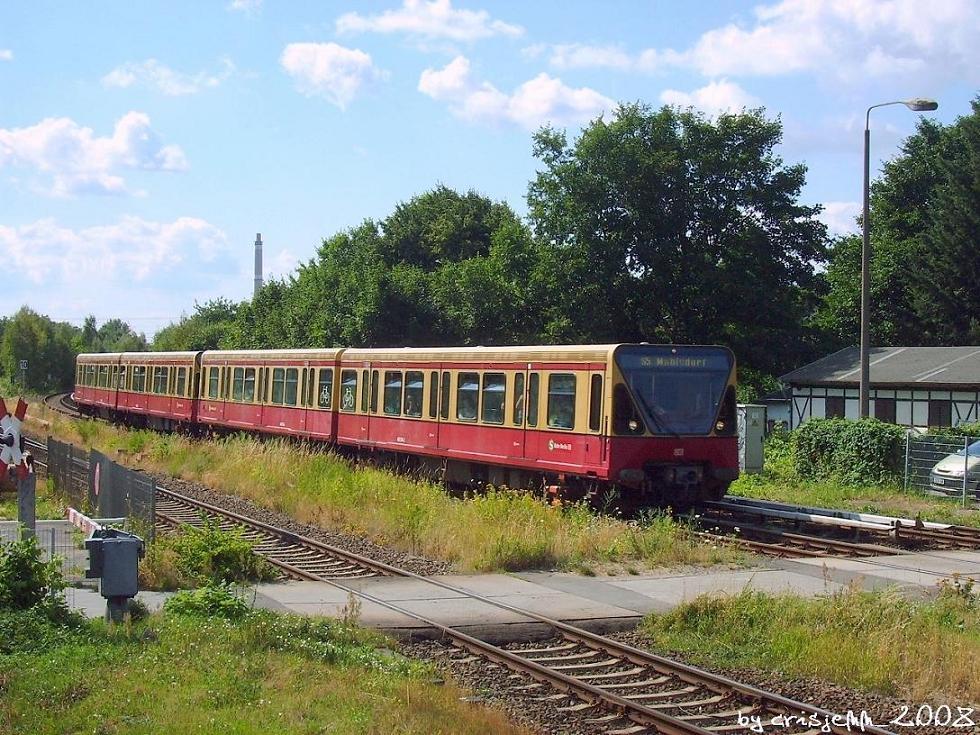 480 052 am Bahnhof Berlin Biesdorf.
