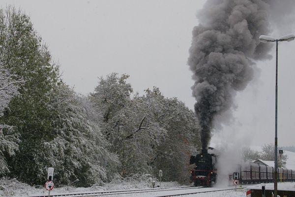 48483 am 28.10.2012 bei der Einfahrt in den Bahnhof Ottnang-Wolfsegg