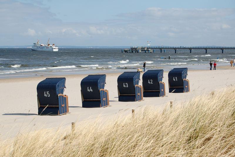 5 blaue Strandkörbe