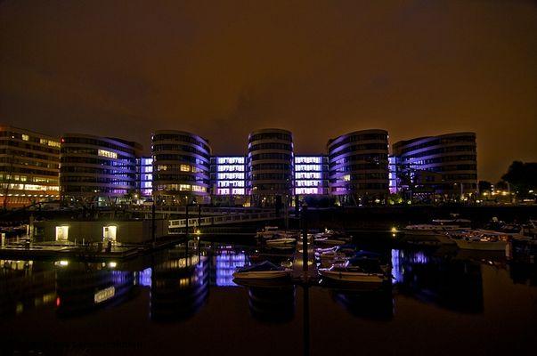 5 Boats im Hafen Duisburg bei Nacht