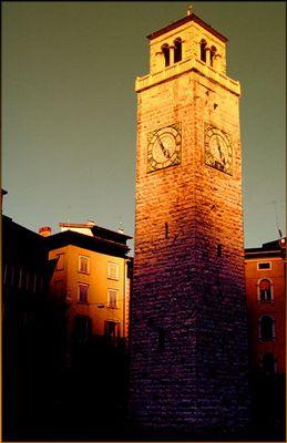 5 vor 5 - Leuchtturm im letzten Licht