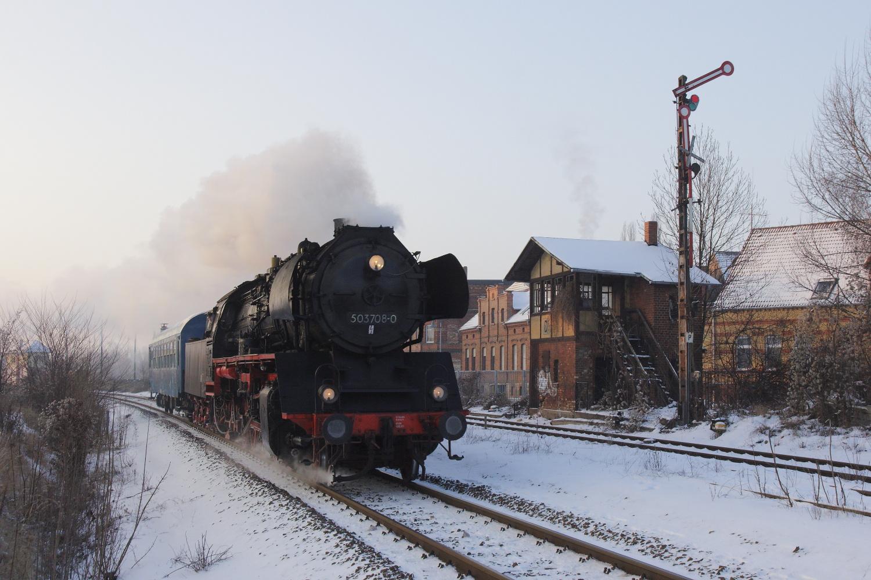 50 3708 bei der Einfahrt nach Stassfurt