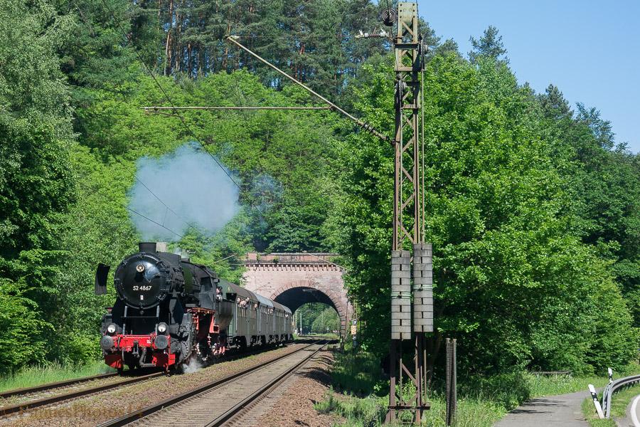 52 4867 bei der Franzosenwoogtunnel in die nahe Hochspeyer