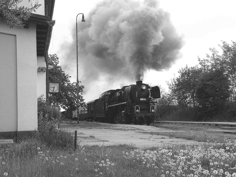556 0506 im Bahnhof Lomnice n- L.
