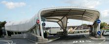Bushaltestelle von der Brücke aus gesehen am Brückenkopf in Mainz-Kastel_DSC2085 von ReDe