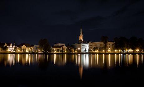 Stadtlandschaften bei Nacht