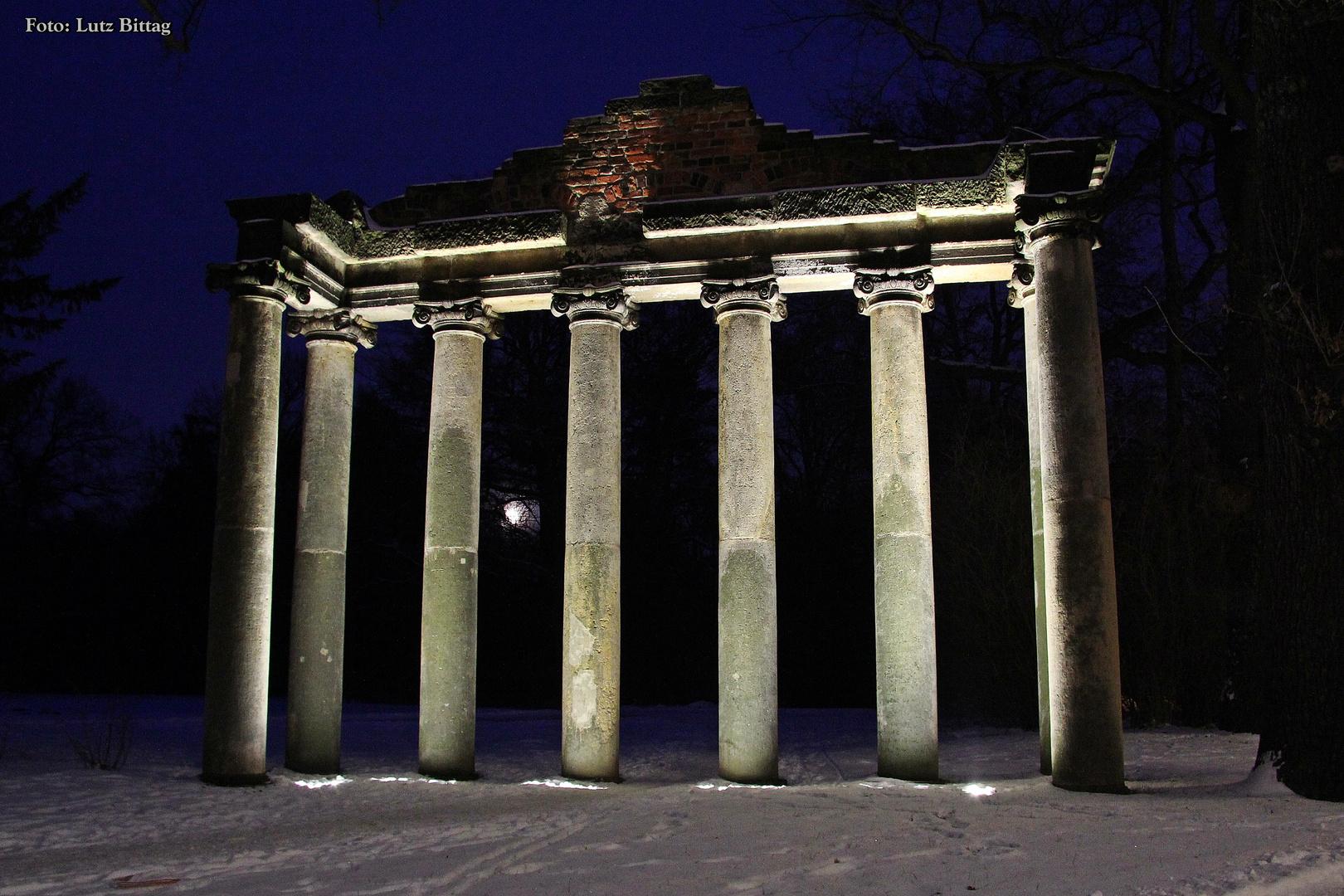 """""""7 Säulen"""" bei Nacht"""