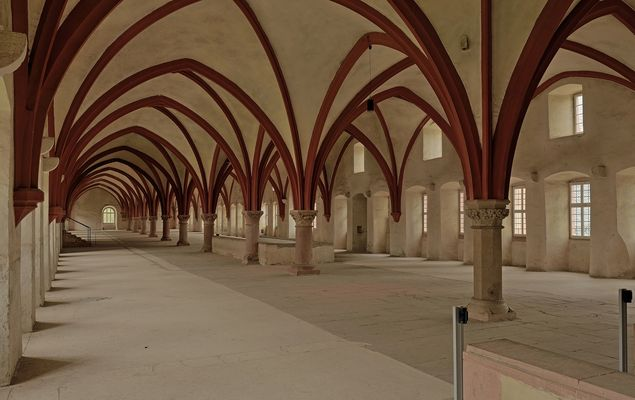 72 m lang ist das Dormitorium, d.h. der Schlafsaal der Mönche im Kloster Eberbach,..