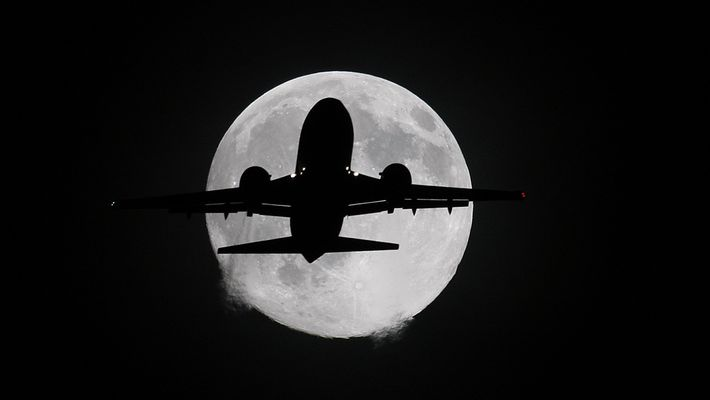737 meets moon