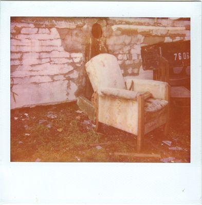 7606 oder : Wand-Sessel-Kisten-Romantik nach dem Regen