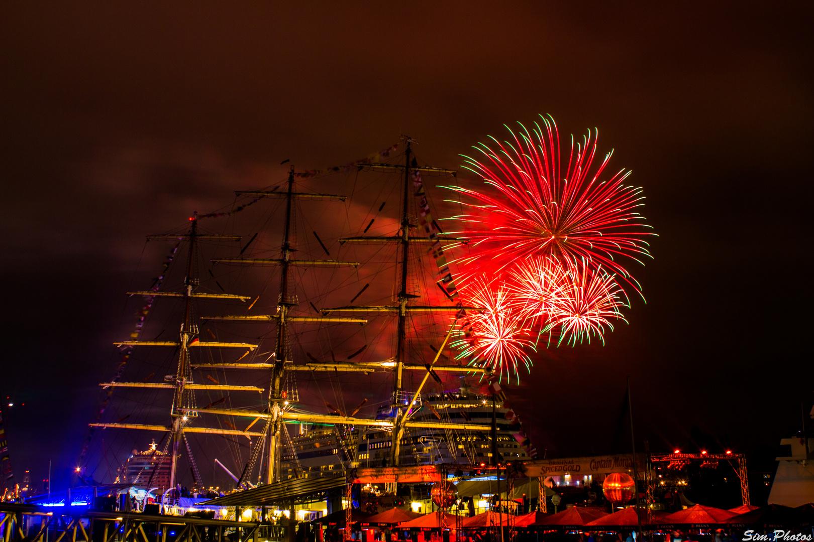 825. Hafengeburtstag Hamburg (AIDA Stella - AIDA Sol) (Feuerwerk) 2