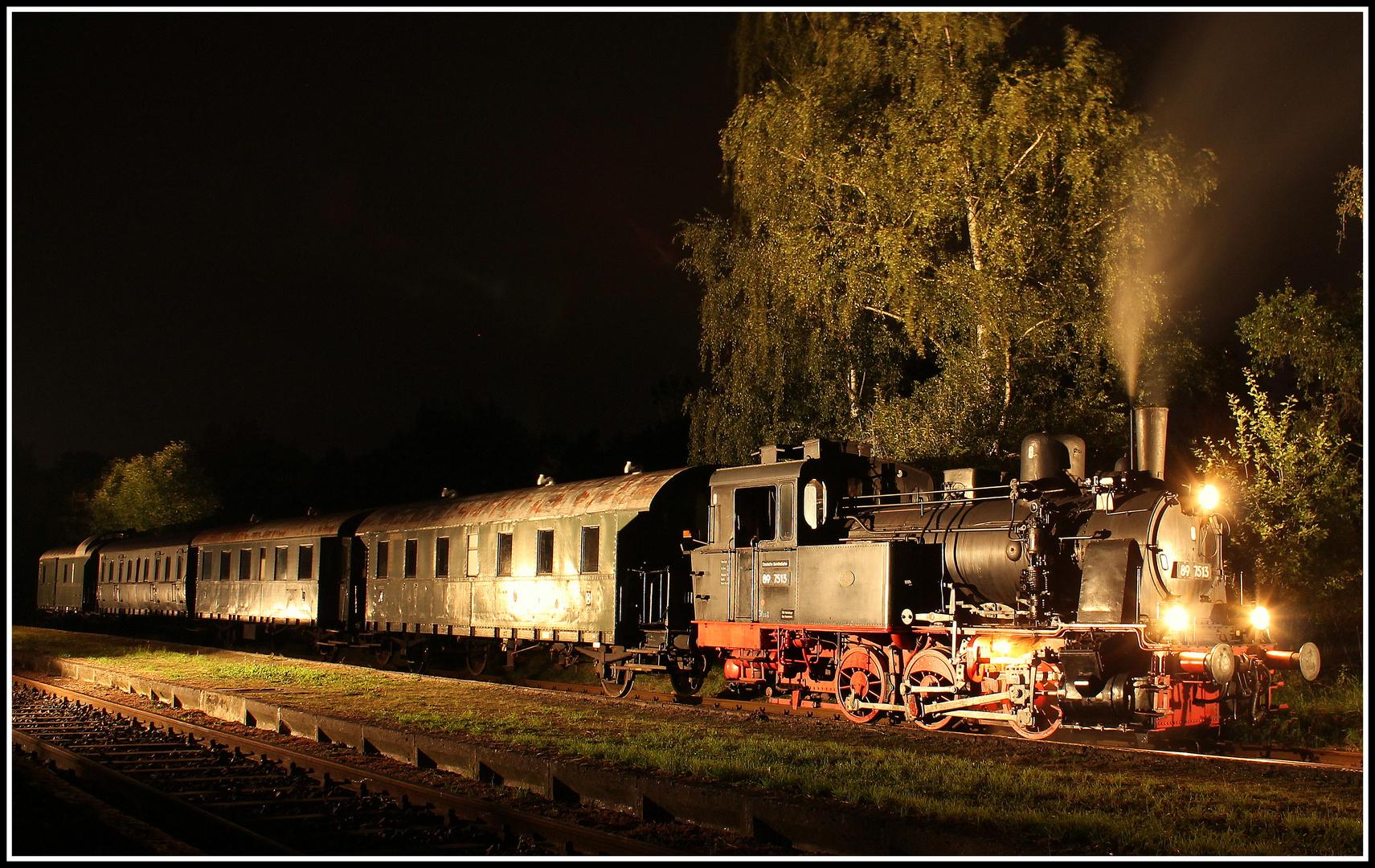 89 7513 und der historische Reichsbahnzug von 1928