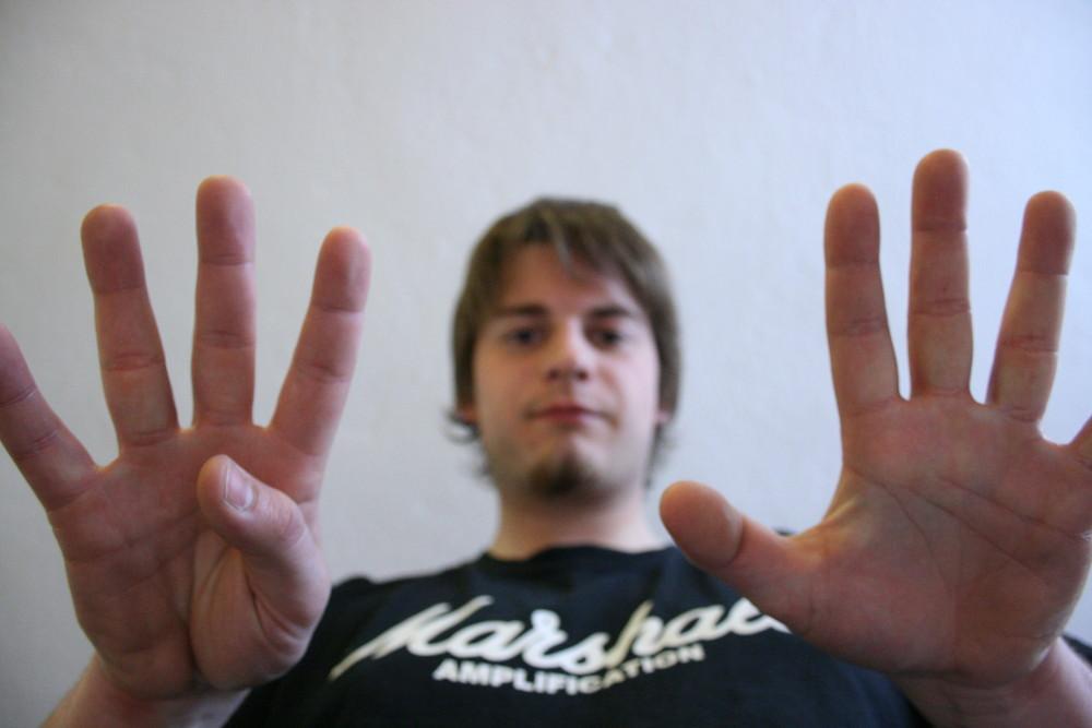 9 fingers for Tibet