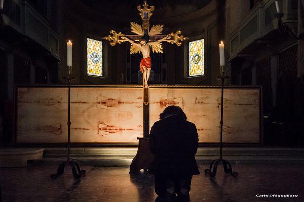 9 - Sabato Santo, l'adorazione della Croce