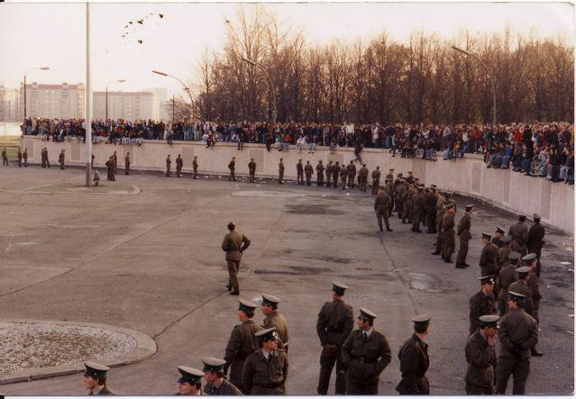 9.11.1989 - Die Füße in den Osten baumeln lassen
