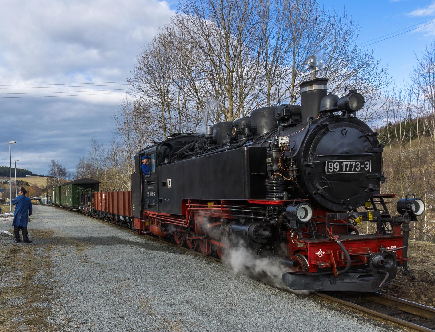 99 1773-3 am Haltepunkt Unterwiesenthal