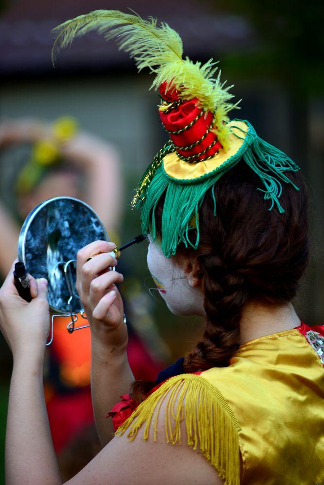 Preparati, ragazza, alla grande commedia della vita! di Francesco Inarte Fabat