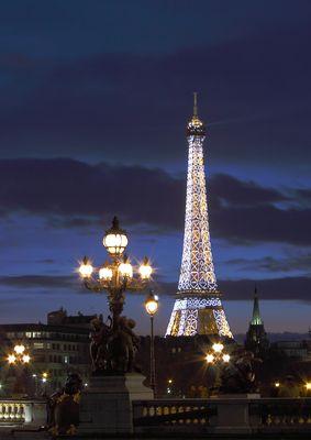"""à 19:30""""Copyright Tour Eiffel - Illuminations Pierre Bideau"""""""