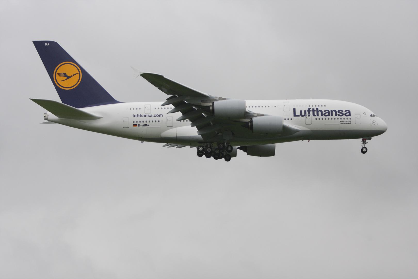 A 380 beim Landeanflug auf VIE
