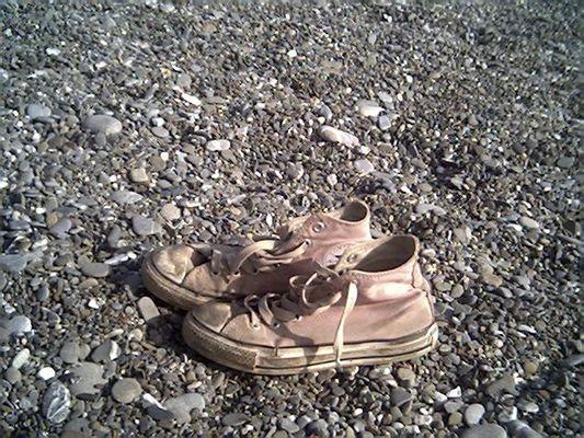 ...a chi le scarpe non si vuol levare perché ha paura di puzzare.....