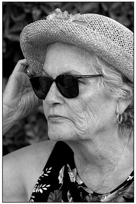 A gentlewoman hides her look!