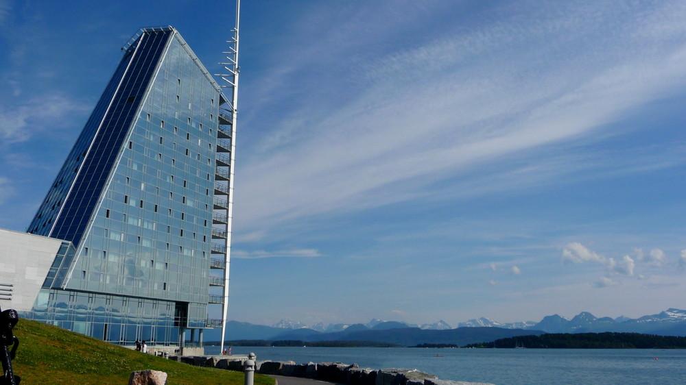 A quelle heure la levée des voiles... ? (Un hôtel à Molde)