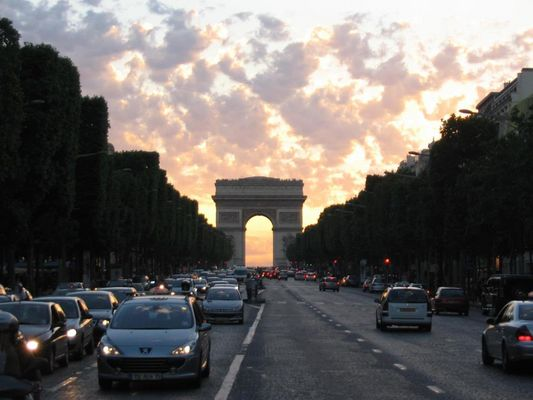 A soft Arc de Triomphe