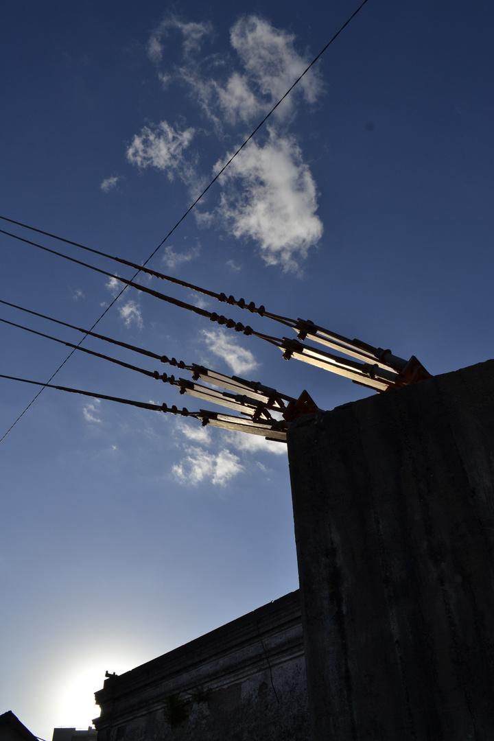 A tierra el cable.