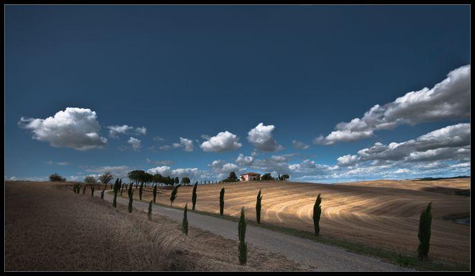 [  A U S Z E I T  ] clouds in tuscany | 03