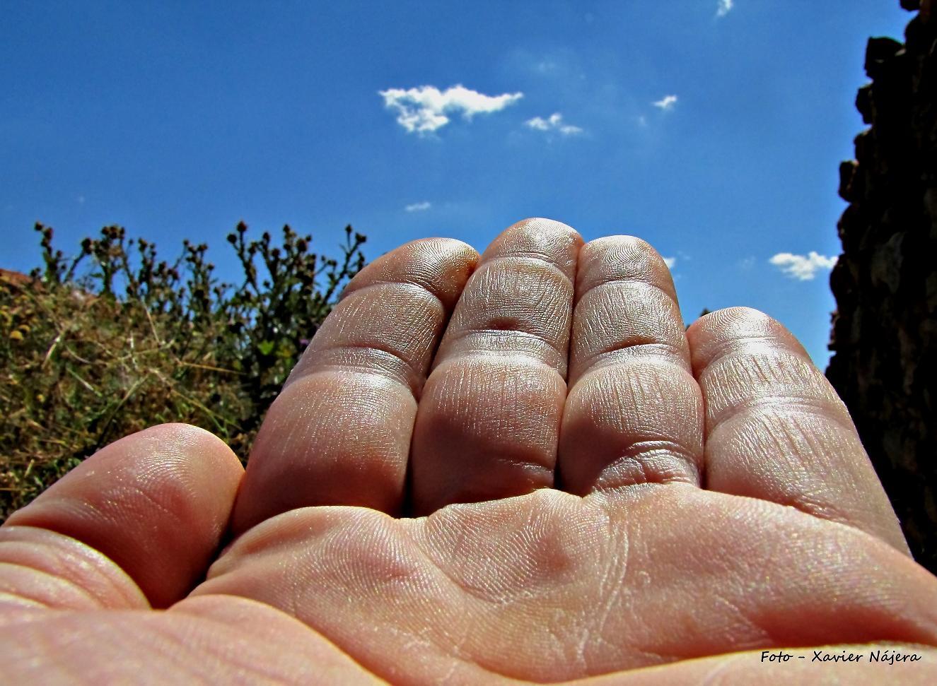 A una mano del cielo