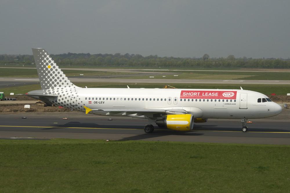 A320_Niki_OE-LEV_Vueling