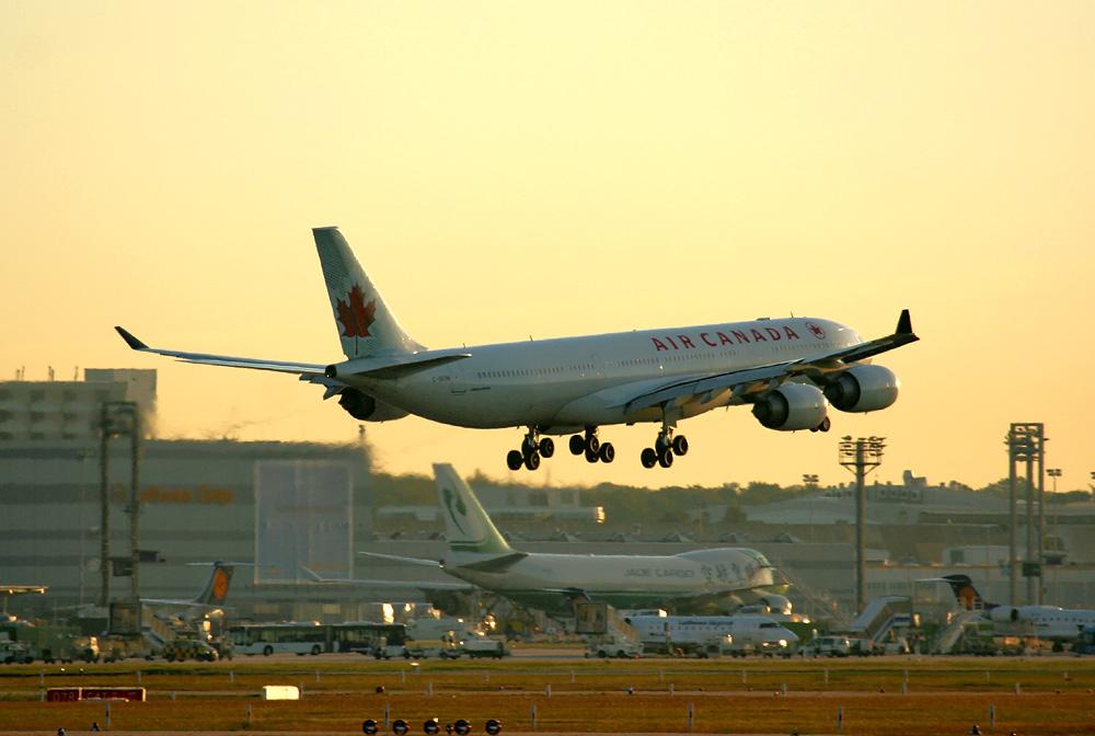 A340-541.... die mit den großen Pötten..... ;-)