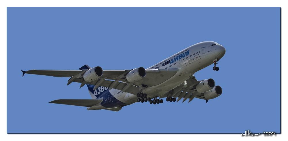 A380 beim Überflug - Flughafen Bremen