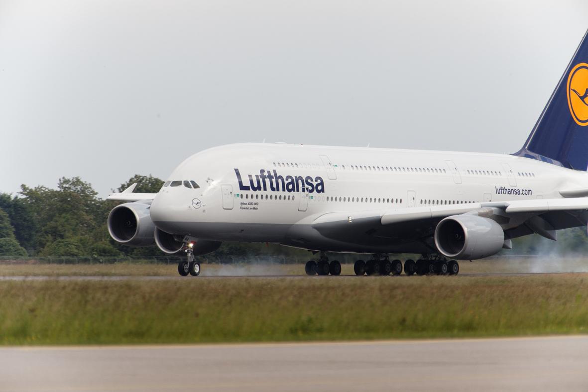 A380 Erstlandung am FKB 31.05.2010 I