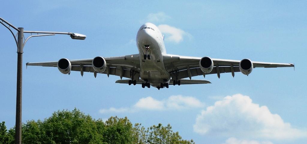 A380 im Landeanflug auf Bremen