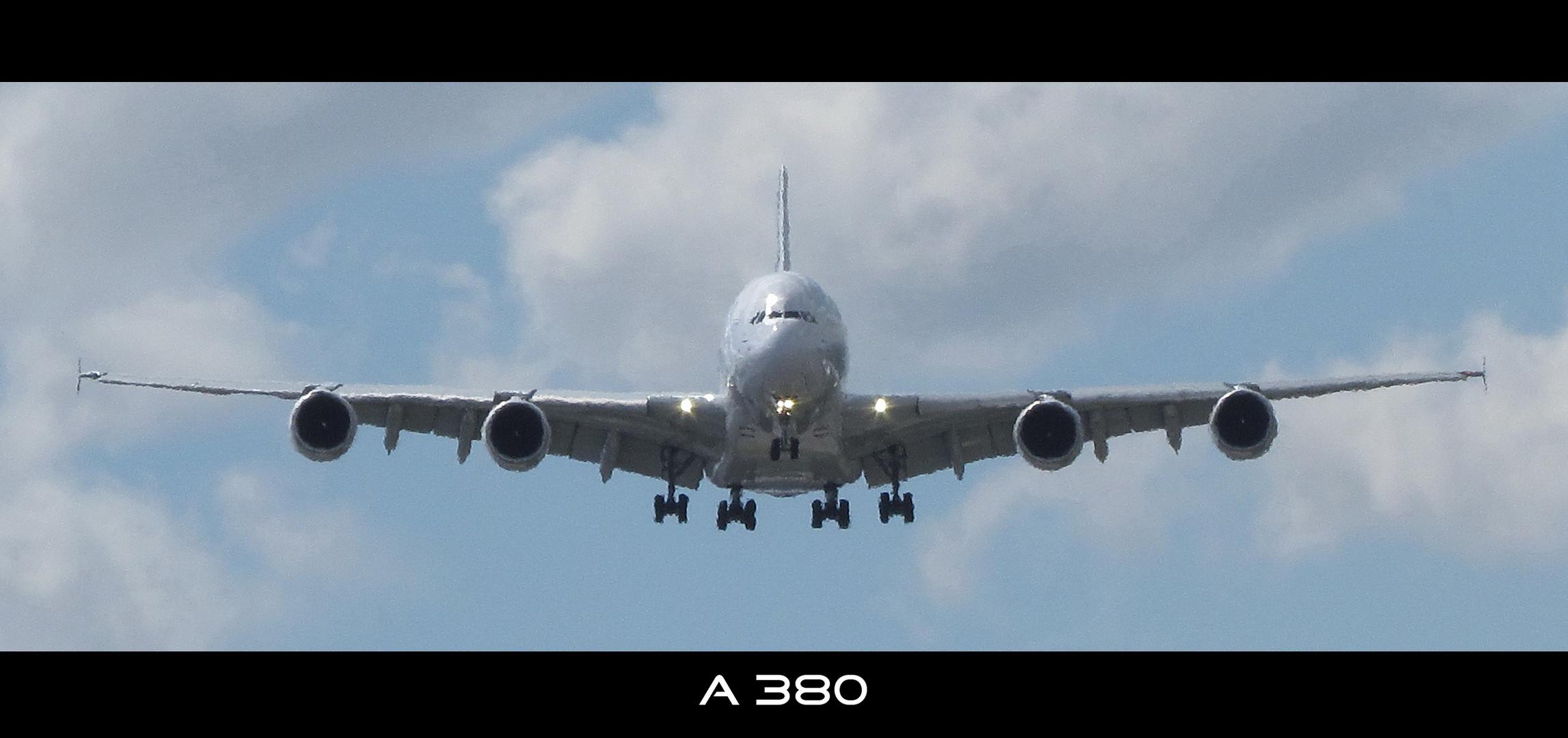 A380 im Landeanflug - Le Bourget 2011
