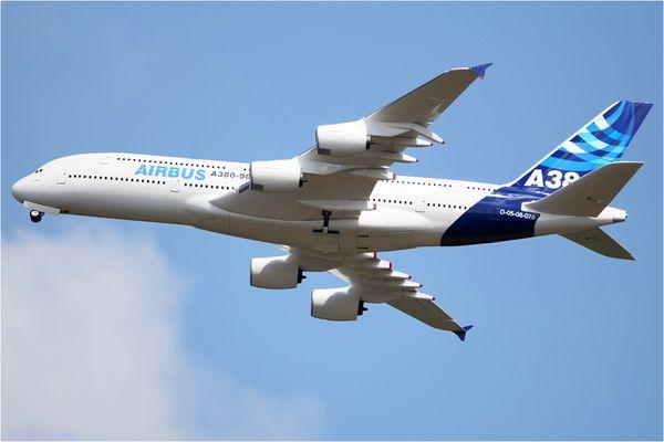 A380 mit Fahrwerk Problemen