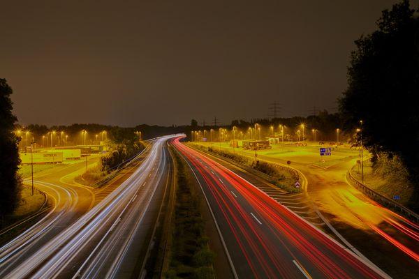 A45 bei Nacht