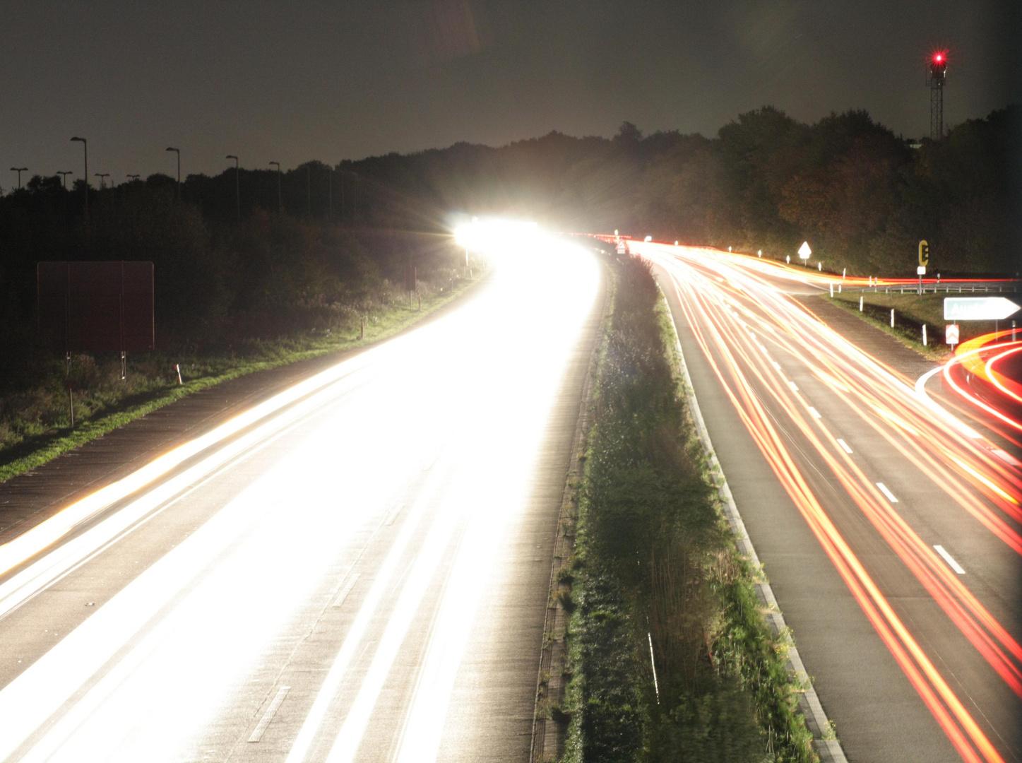 A52 bei Nacht