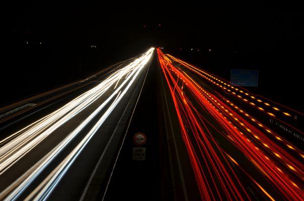 A61 Bei Nacht unter Langzeitbelichtung