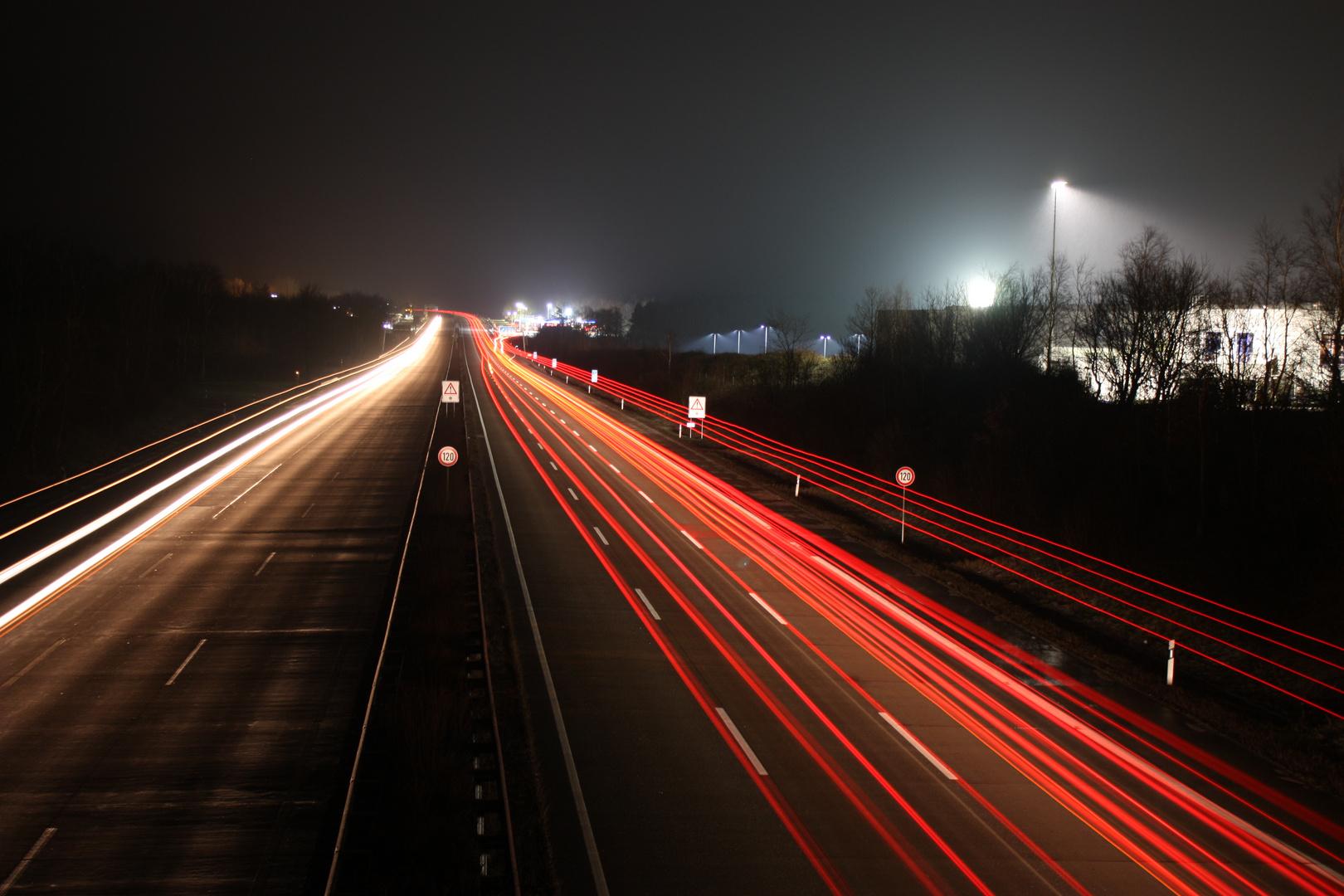 A7 Bispingen: Richtung Hamburg bei Nacht