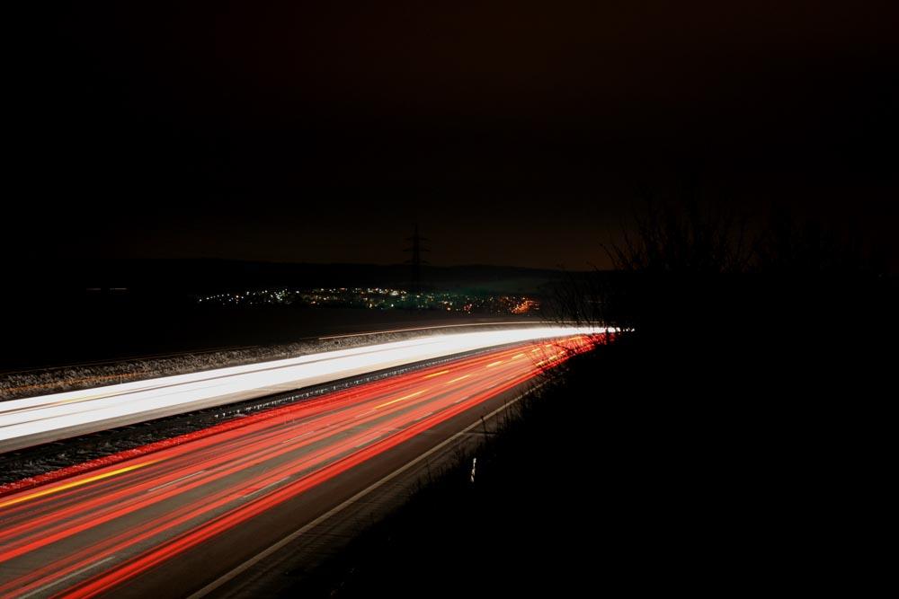 A8 bei Nacht