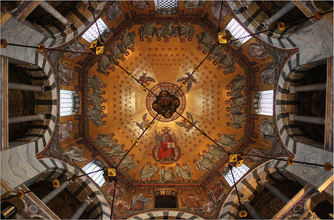 Aachener Dom - Blick ins Kuppelmosaik 1