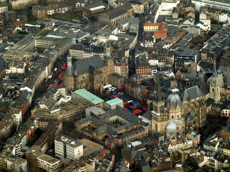 Aachener Dom, Markt und Rathaus mit Weihnachtsmarkt 2008