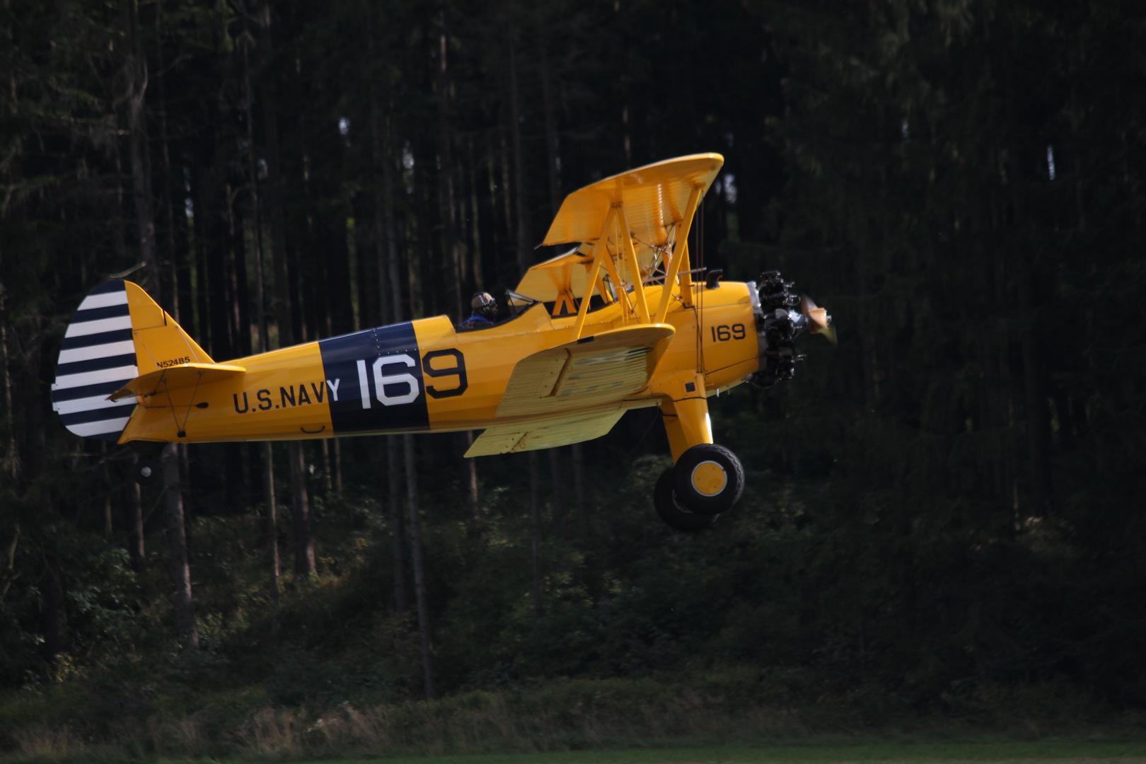 Ab in den Wald ... mit Boeing PT-17 Stearman